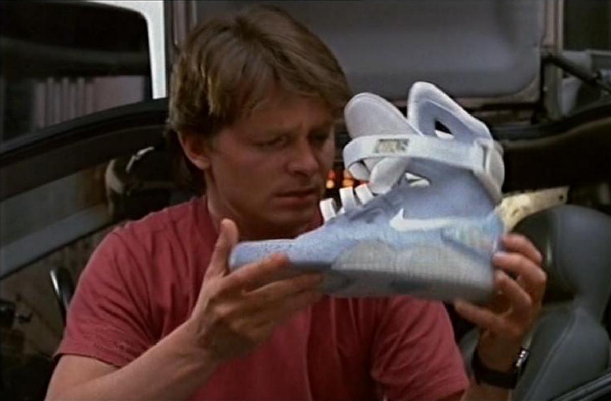 84f71d8e66ea 2010-ben egy hozzá hasonló cipőből 1500-at ki is adott, a bevételt pedig  Michael J Fox Parkinson's Foundation alapítványa számára ajánlotta fel, ...