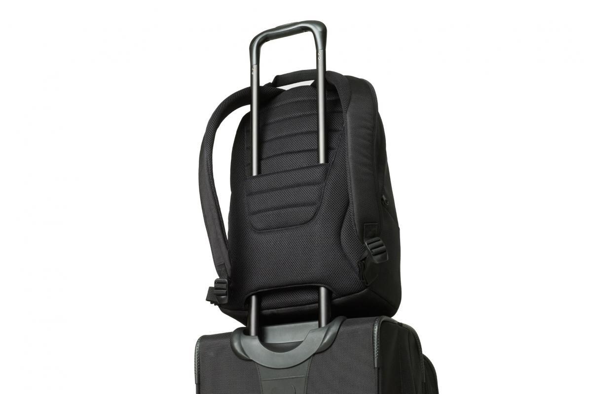A hátizsák vízlepergető hatású poliészterből készült 35d53253e4