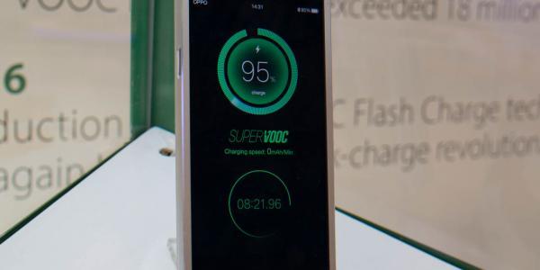Az Oppo telefonja 15 perc alatt teljesen feltölt 5ba68bede8